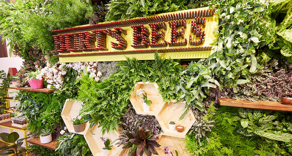 On_Event_Production_Co_creates_popup_shop_in_Covent_Garden_for_Burts_Bees_Cosmetics